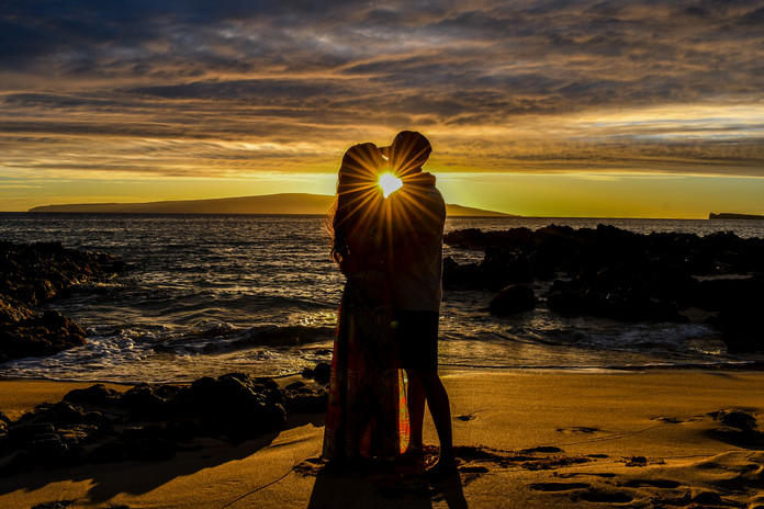 Silhoutete Maui Couple Session