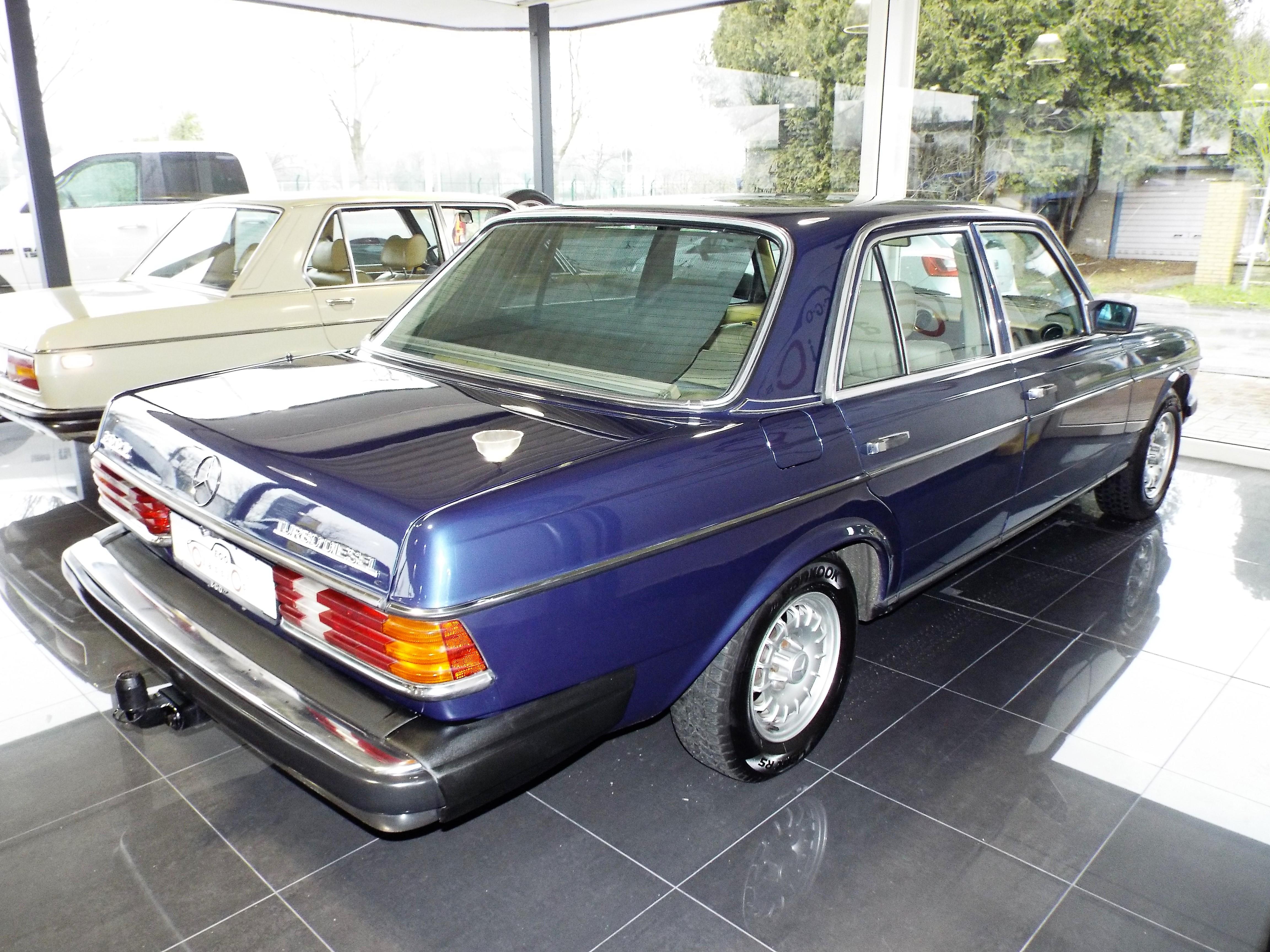 Mercedes 300TD W123