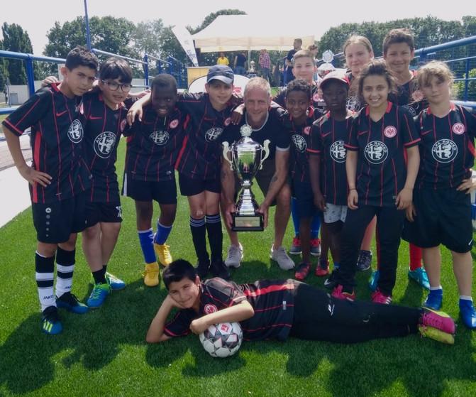 Pokalsieg! Das Team der Albert-Schweitzer-Schule gewinnt das FtK-Abschlussturnier 2019