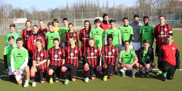 Spaß-Spiel mit den U16 Mädels der Eintracht