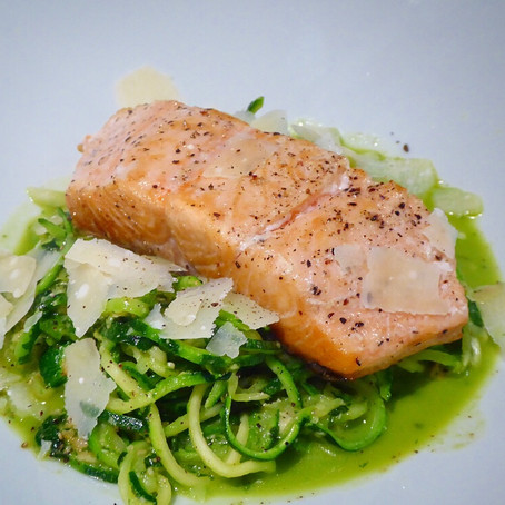Pesto 'courgetti' with salmon