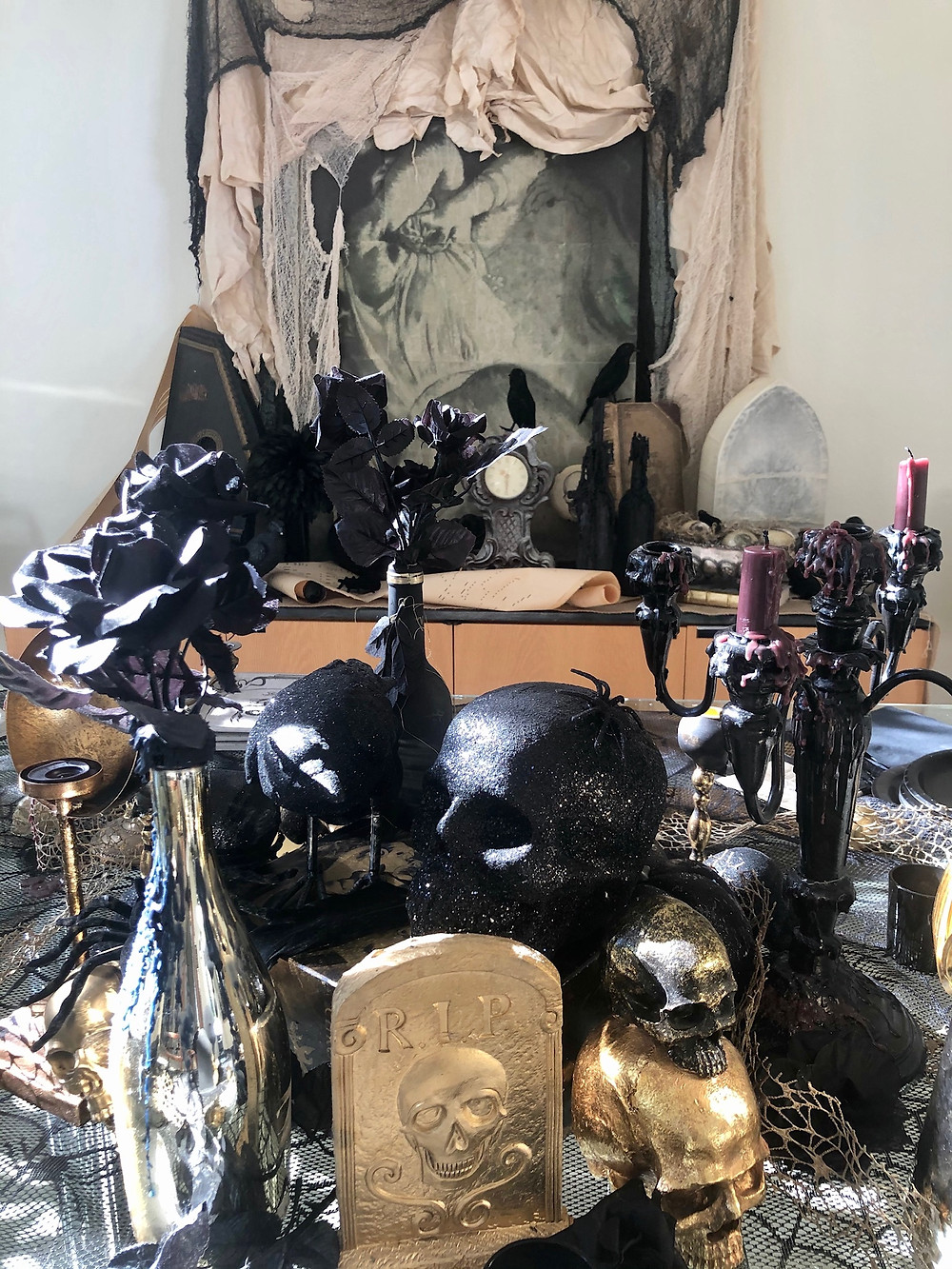 Black and gold tablescape for halloween. decor for halloween. Interior designers decor for halloween