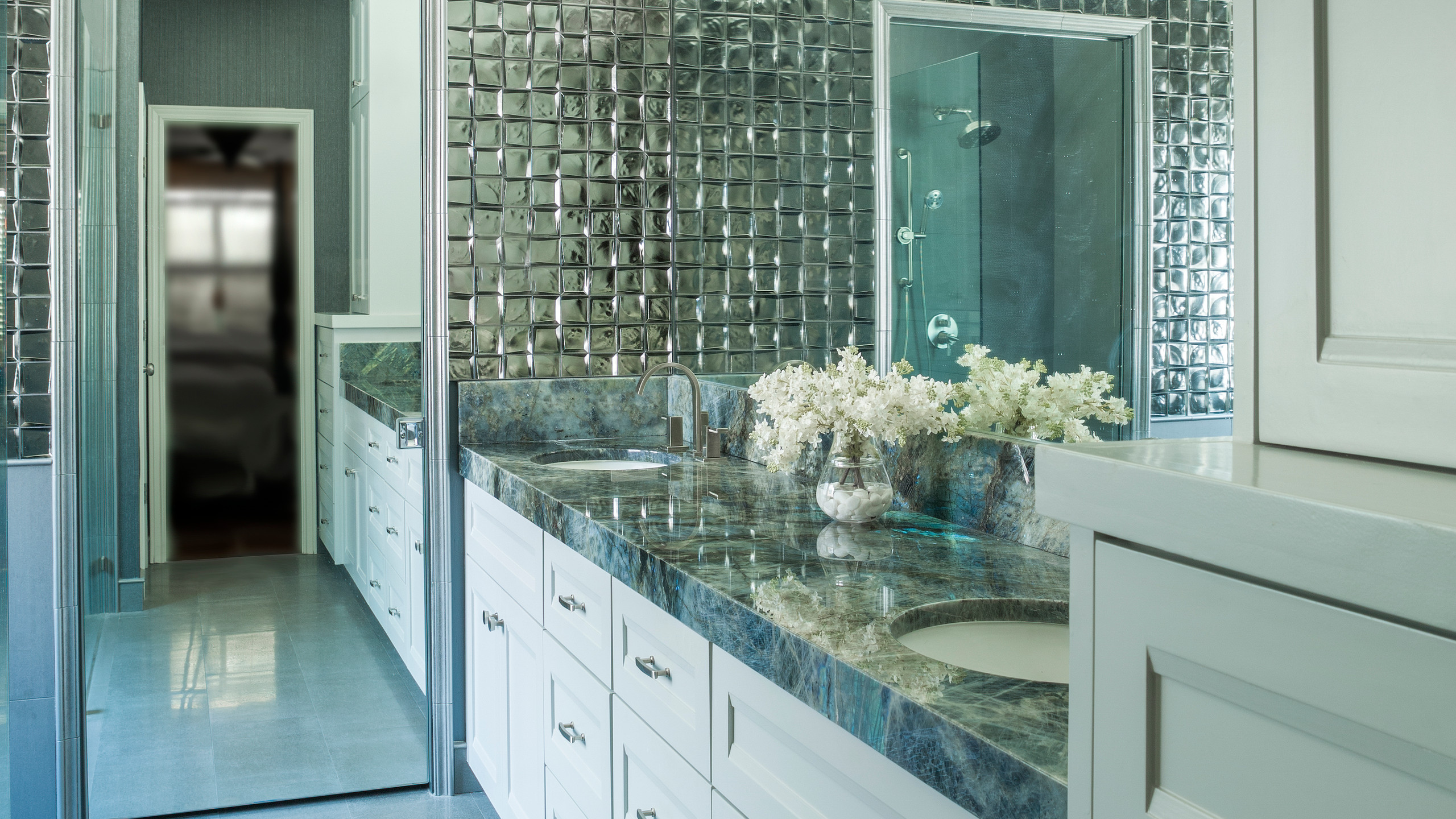 glam master bathroom with mirrored tiled walls and granite countertops