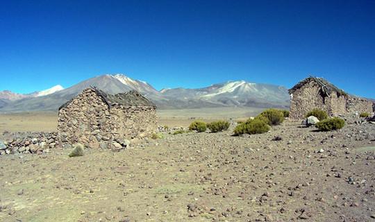 Mocomocone and Isluga volcano
