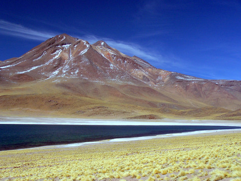 Laguna Miscanti, cerro Miniques