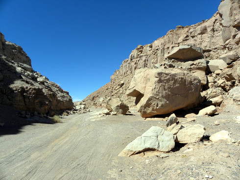 Cordilhera de sal, Piedra Achos