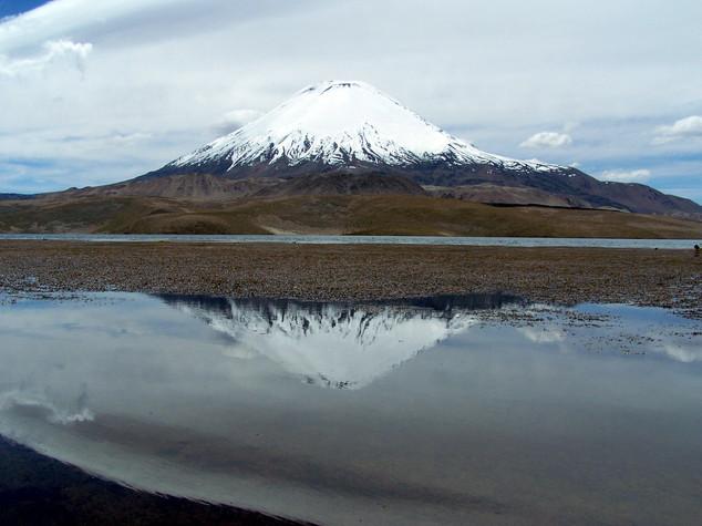 Chungara lake - Parinacota mountain