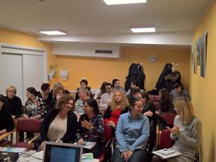 Socialna zbornica Slovenije je uspešno izvedla četrto izobraževanje »Več in še več o demenci« v podr