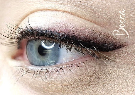 Intruding%20%F0%9F%A6%8AFOXY%20LINER%F0%9F%A6%8A%20this%20technique%20of%20%23eyeliner%20utilizes%20