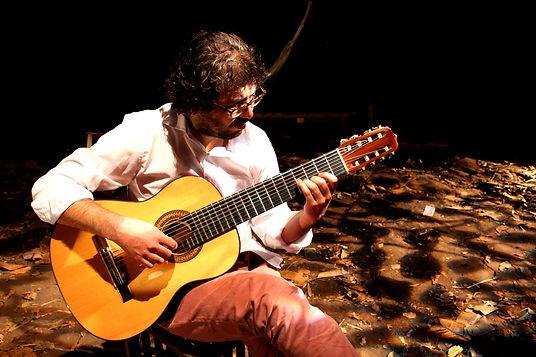 Léo Nascimento na peça Os Azeredo mais os Benevides