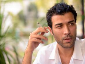 Mayor riesgo de complicaciones graves por COVID-19 al fumar.