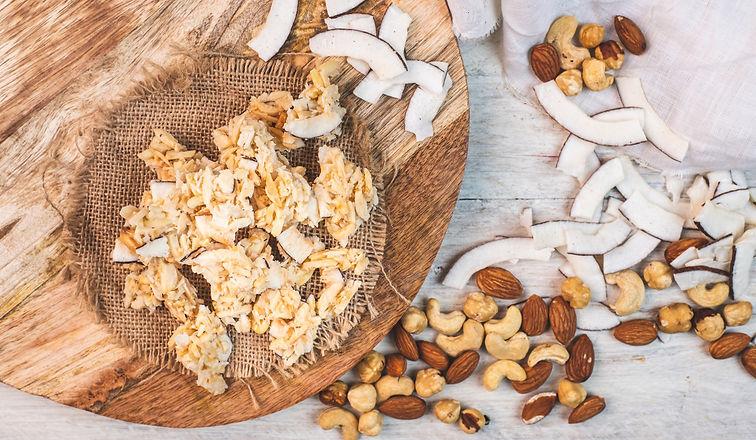 Süße, zuckerfreie, vegane Bio Nuss Crispies in der Sorte Kokos