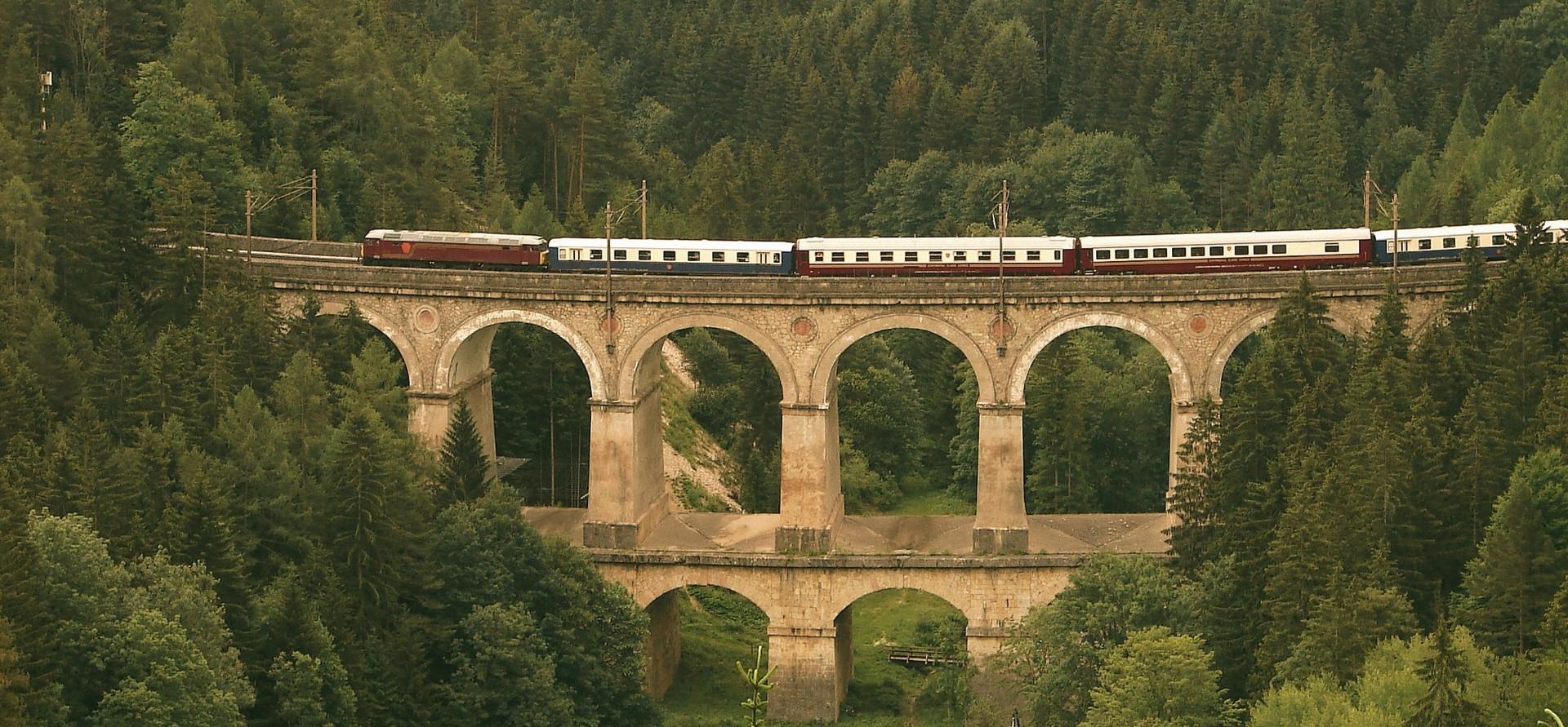 LUXURY TRAIN TOURS