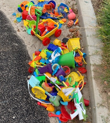 beach toys trash