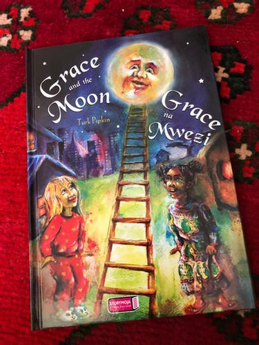 Grace and the Moon (Kiswahili)