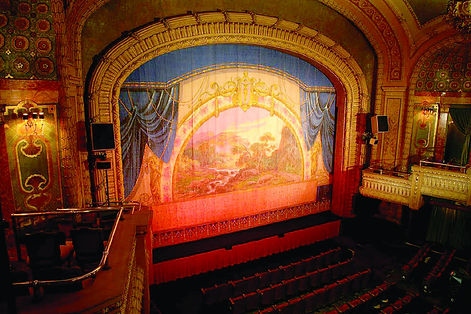 Paramount-Stage-Photo-Credit-Paramount-Theatre-7db1875b0922ce4_7db18886-ba05-904e-828f2ec8