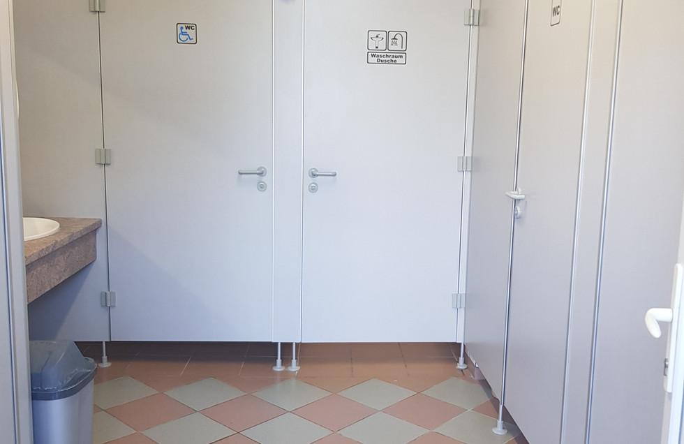 Waschraum mit Duschen / WC