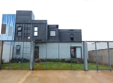 Para abrir 2019, uma casa construída com Contêiners! Projeto de Franciane Campanholo!