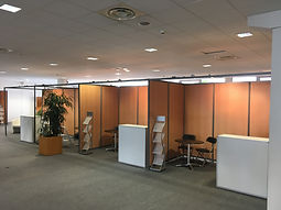 Cloisons modulaires, stands et mobilier.