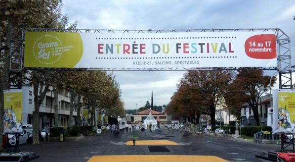 Arche d'entrée Festival du livre Aubagne