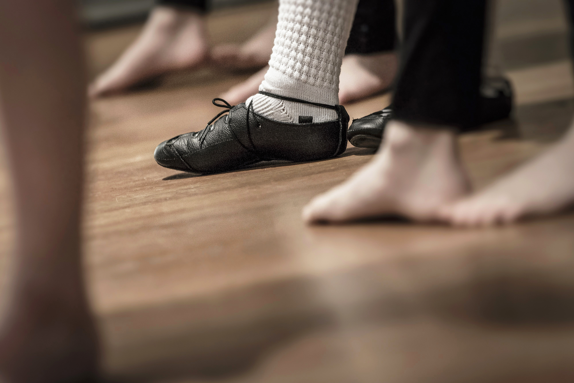 dancers-feet-shoes