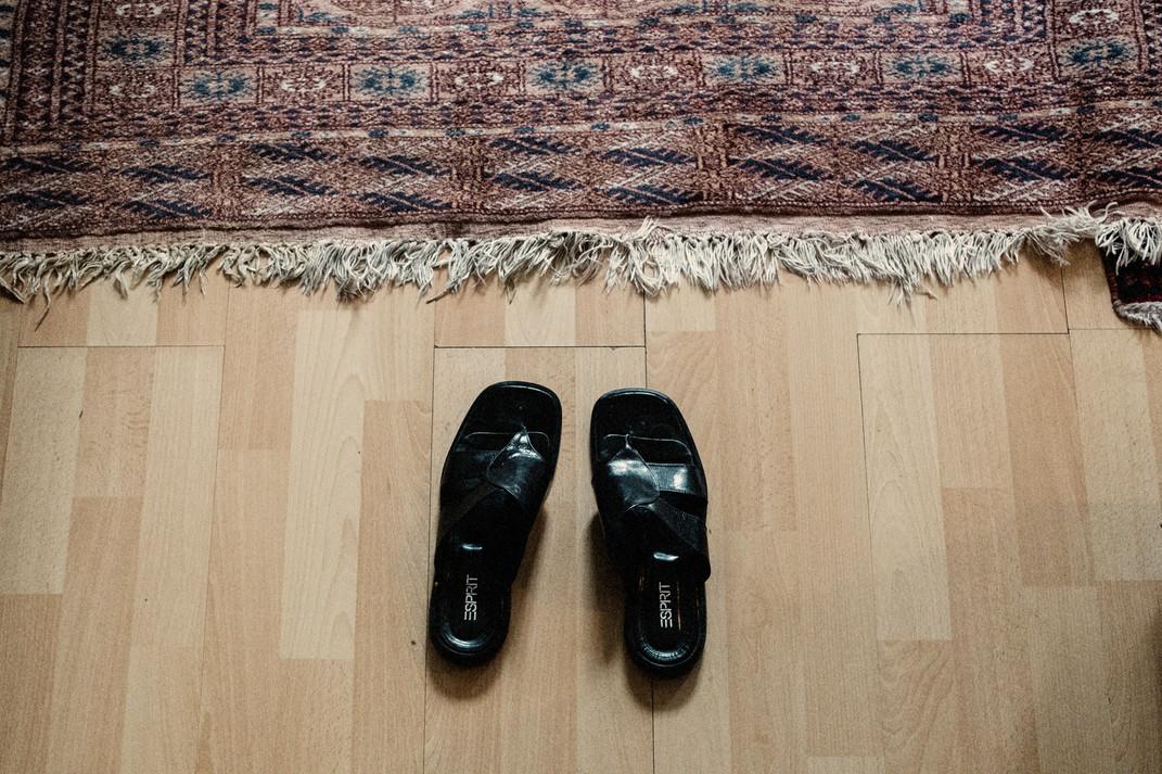 Un vaste programme en Allemagne offre aux réfugiés une maison ou un abri pendant le temps de l'examen de leur demande d'asile.  A large program in Germany provides refugees with a home or shelter while their asylum application is being processed.