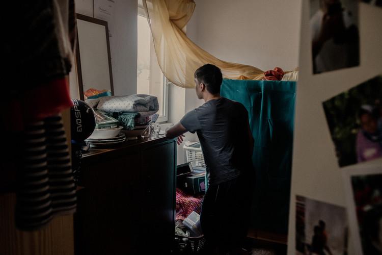 Des réfugiés comme Ismael ont vécu de nombreux événements extrêmement stressants à cause de l'oppression politique ou religieuse, de la guerre, de la migration et de la réinstallation  Refugees like Ismael have experienced many extremely stressful events due to political or religious oppression, war, migration and resettlement