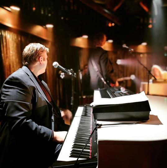 Hire Singing Pianist London