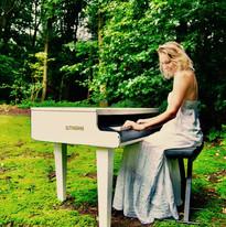 Hire Female Singing Pianist