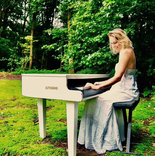 Hire Female Singing Pianist