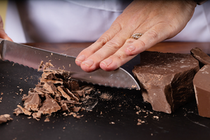 CuttingChocolate.png