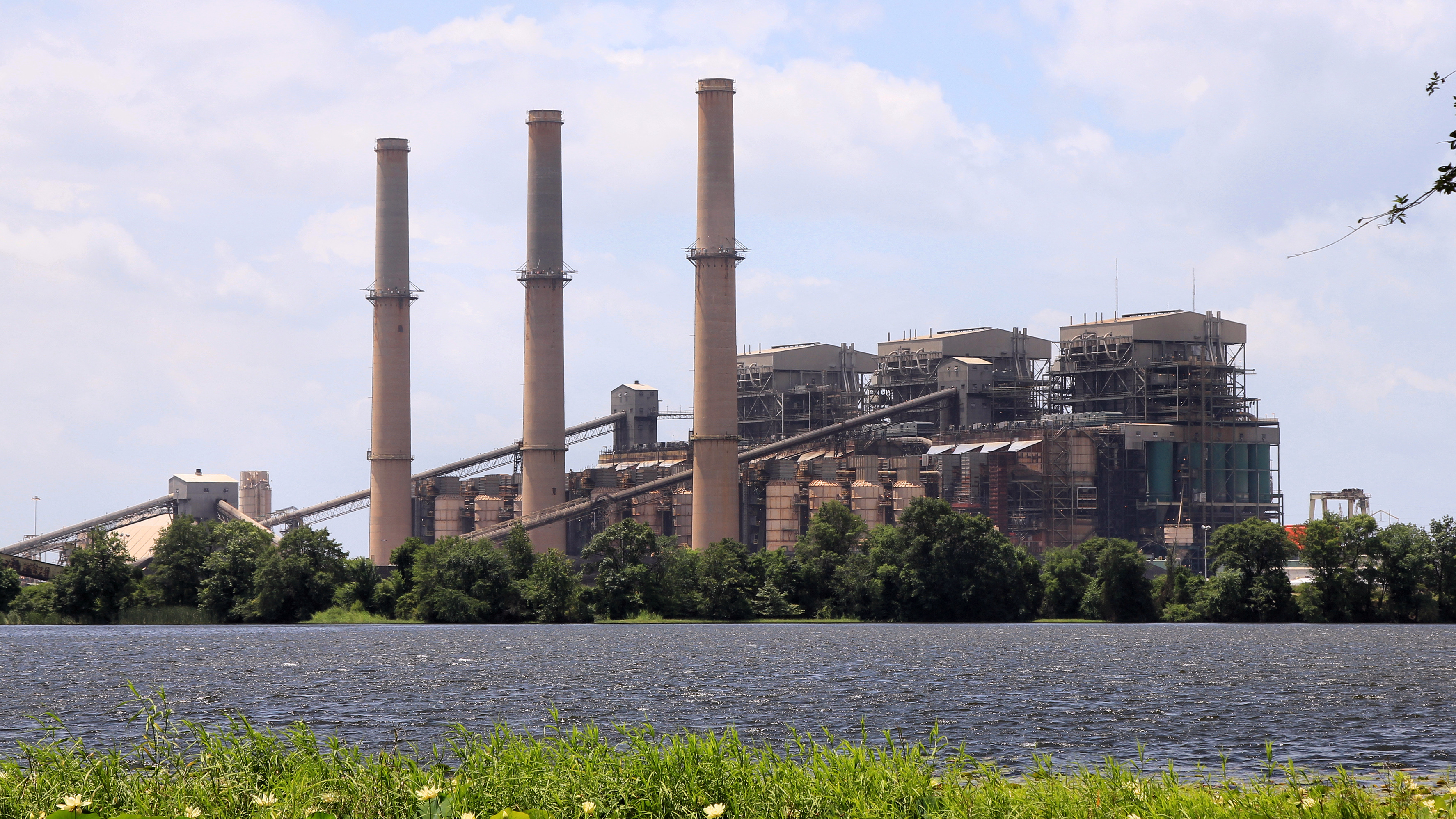 Martin_Lake_Power_Plant_Tatum_Texas_2019