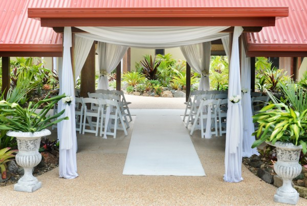 Palm-Pavilion-carpet-draping-pots1-600x403