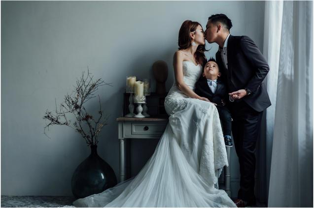 Mimi / 親子婚紗 / 寵物婚紗 / 寵物寫真 / 自然捲棚拍 / 板橋婚紗攝影 / 素人寫真