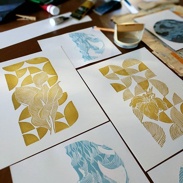 Getting festive with gold this morning__
