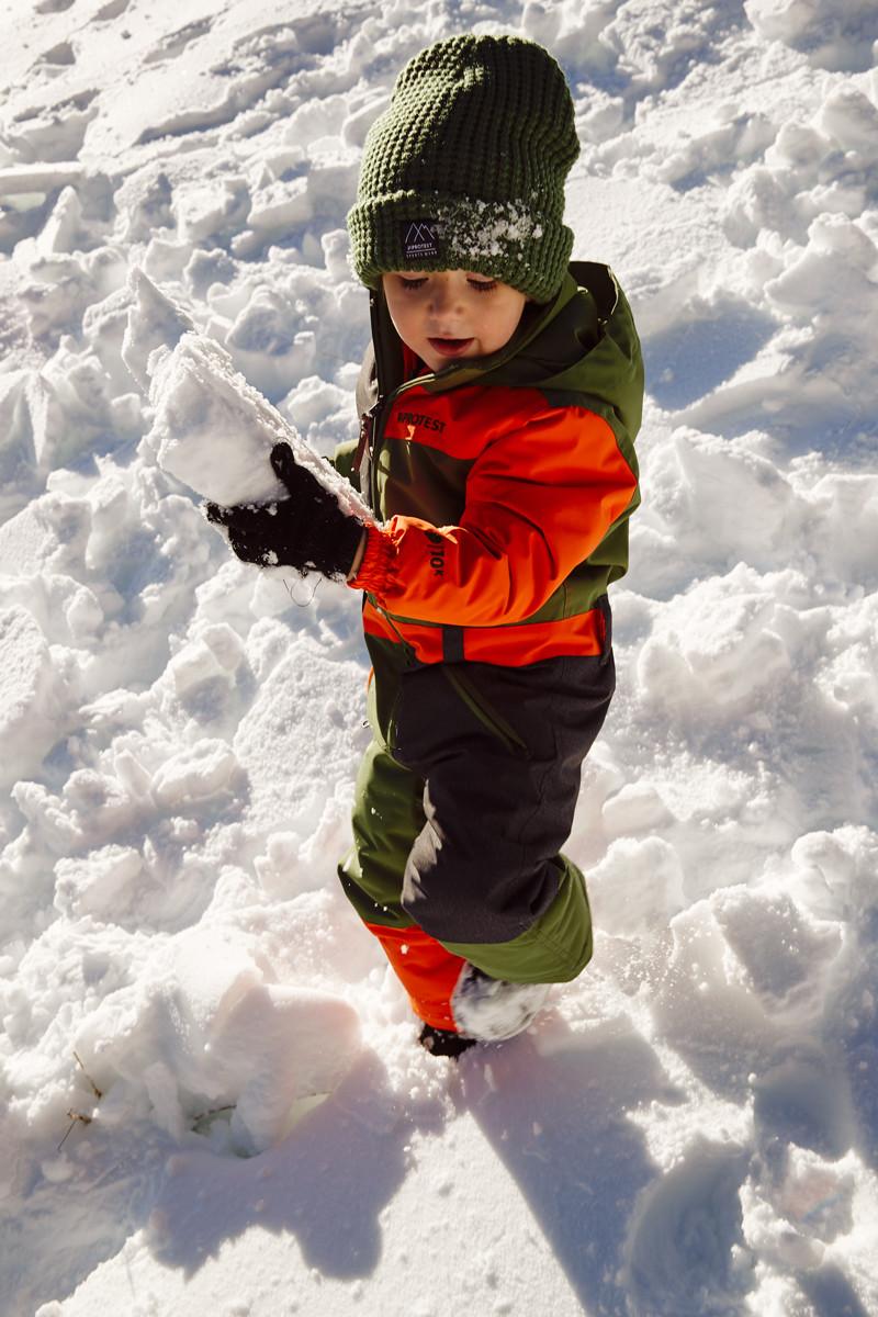 MATT-Winter-kleiner-Mann-Schneebrocken.j