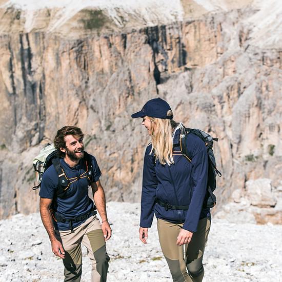 MATT Sommer Mammut Paar bergsteigen Felsen