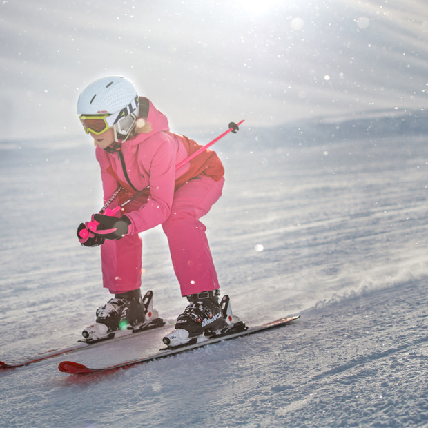 MATT-Winter-Ziener-Maechen-Schussfahrt.j