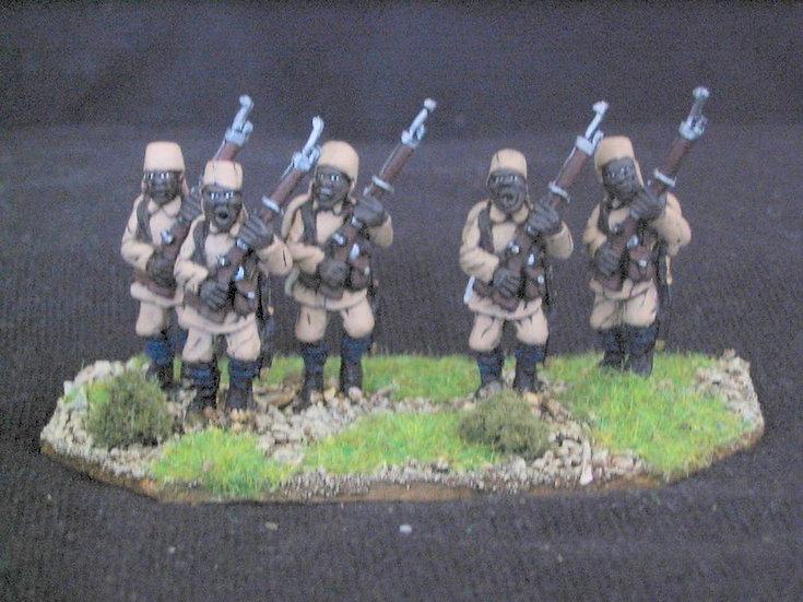 GC07 Regular Schutztruppen Askari advancing in full pack.