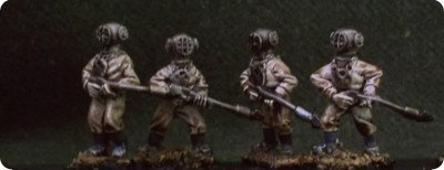 DS02 Deep Sea Divers with spear guns