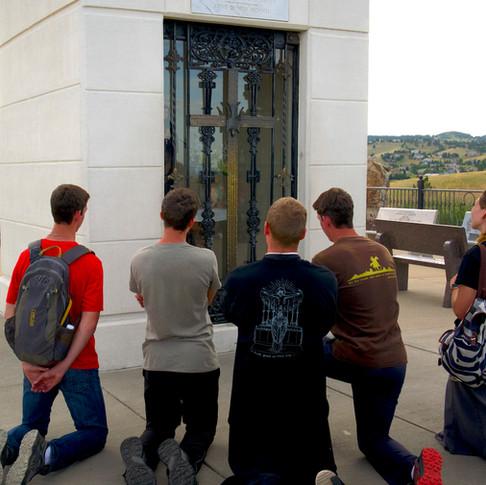 Prayers of thanksgiving to reach the shrine