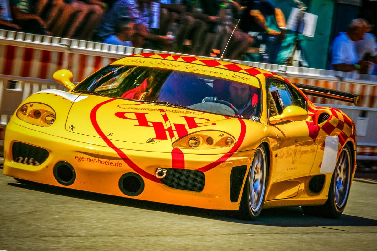 gelber Ferrari