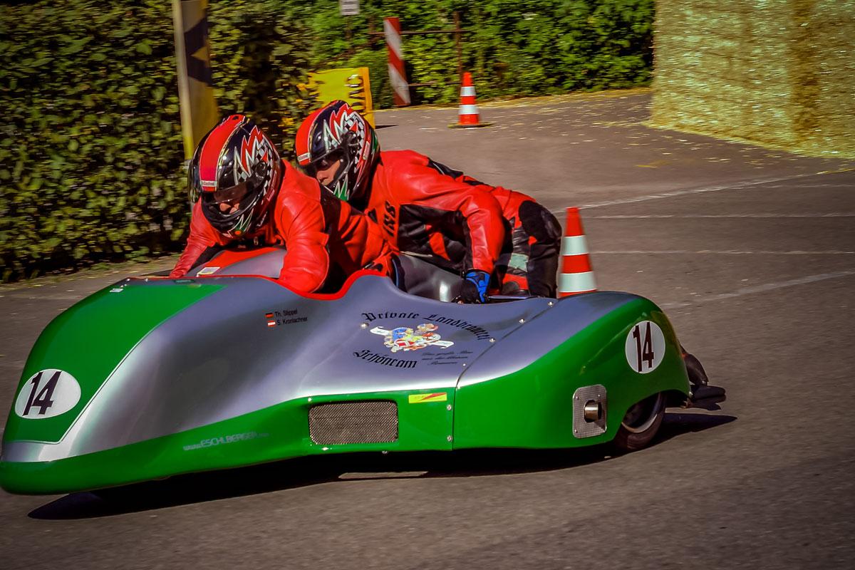 Rennmotorrad mit Seitenwagen