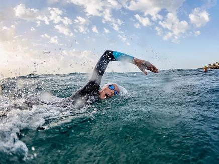 Todo lo que debes saber y entrenar en aguas abierta para tu primer triatlón
