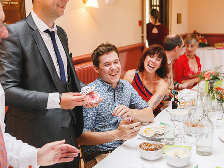 5 reasons why you NEED a close-up magician if you own or manage a restaurant!