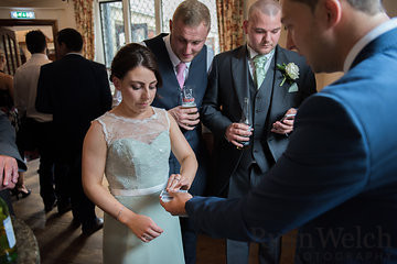 cardiff magician amazes at wedding