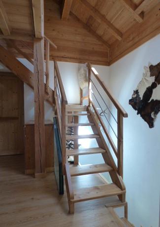 palier 1er étage, montée d'escalier, accès 2ème étage