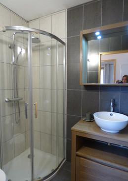 Sdb rdc, wc, simple vasque, douche