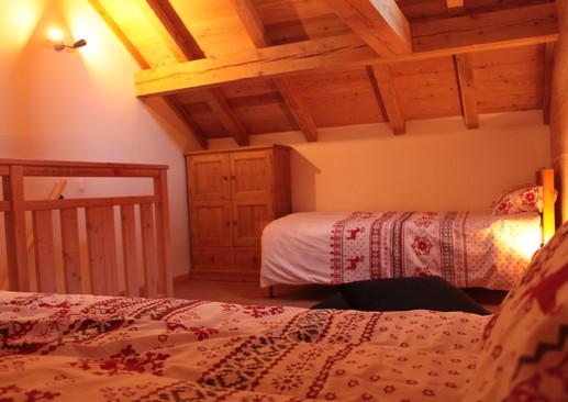 Coin mezzanine avec 2 lits simples
