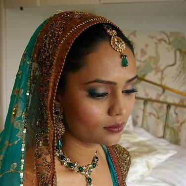 Indian bride in a teal sari
